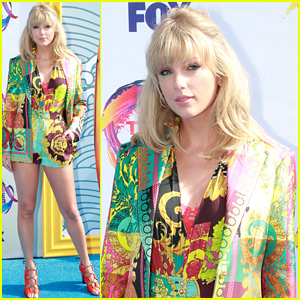 Taylor Swift Walks Teen Choice Red Carpet Before Receiving Icon Award
