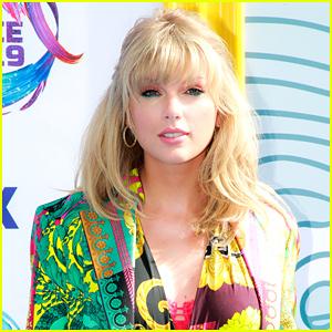 Taylor Swift Trolls Fans With New Social Media Post!