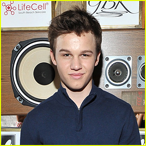 'The Fosters' Alum Gavin MacIntosh Shows Off Ripped Body In New Photo