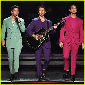 Jonas Brothers Bring Out OG Band & Big Rob at Hershey Park Concert!
