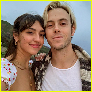 Riker Lynch Marries Savannah Latimer In Snowy Utah Ceremony