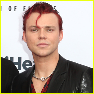 Ashton Irwin Debuts a New Hair Color!
