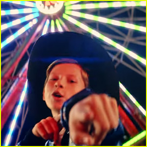 Mason Ramsey Heads to the State Fair for 'How Could I Not' Music Video - Watch!