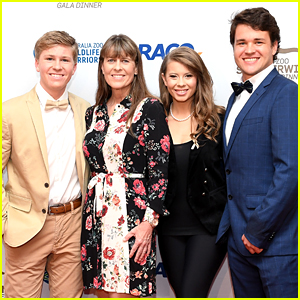 Bindi Irwin & Chandler Powell Join Mom Terri & Brother Robert at Steve Irwin Gala Dinner