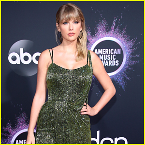 Taylor Swift's Green AMAs Dress Has A Deeper Meaning Than You Might Have Thought, According to Fans