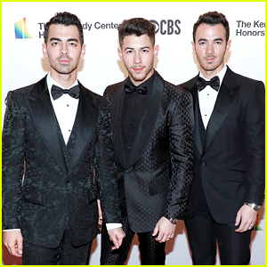 The Jonas Brothers Honor Earth, Wind & Fire at Kennedy Center Honors!