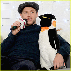 Niall Horan Hangs With A Penguin Backstage at Jingle Ball in Boston