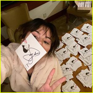 Selena Gomez Spends Christmas Signing Copies of Upcoming Album 'Rare'!