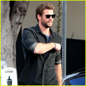 Liam Hemsworth Grabs Lunch in West Hollywood
