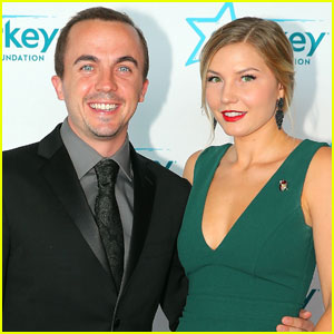 Frankie Muniz & His Wife Reveal The Sex of Their Baby!