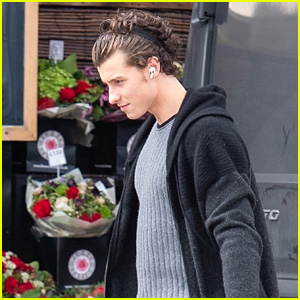 Shawn Mendes Picks Up Flowers & Chocolates on Valentine's Day in London