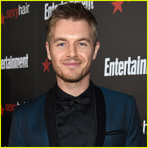'The Flash' Star Rick Cosnett Reveals He's Gay in Touching Video