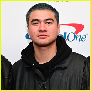 5SOS Bassist Calum Hood Debuts Bleach Blond Locks!