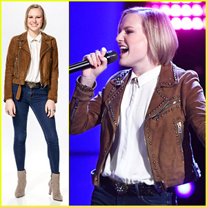 Kelly Clarkson Lands Country Singer Sara Collins For Her 'The Voice' Team!
