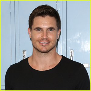 Robbie Amell Says 'True Jackson VP' Cast Texted Each Other After Reboot Rumors