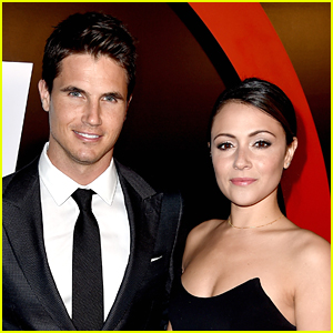 Italia Ricci Can't Stand That Robbie Amell Does This