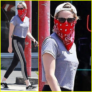 Kristen Stewart Picks Up Coffee with a Friend in Los Feliz