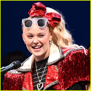 JoJo Siwa Introduces Fans to Her New Boyfriend Mark Bontempo (Video)