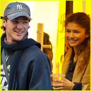 Zendaya Gets a Congratulatory Note from Jacob Elordi After Winning an Emmy!