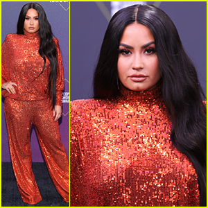 Demi Lovato Slays Red Carpet at People's Choice Awards 2020