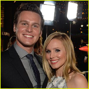 'Frozen' Couple Kristen Bell & Jonathan Groff Reuniting For New Live Action Movie Musical