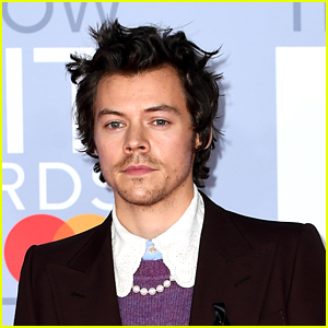 Harry Styles Becomes First One Direction Member To Do This!