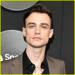 Thomas Doherty Surprised His Family For the Holidays (Video)