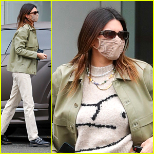 Kendall Jenner Steps Out For Lunch With Friends in Beverly Hills