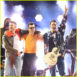 Jonas Brothers Tease New Song 'Remember This' During Billboard Music Awards Performance!