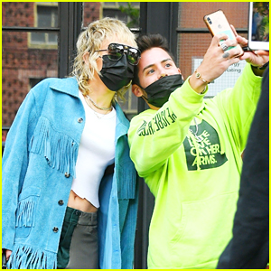 Miley Cyrus Meets & Snaps Pics With Fans Before 'SNL' Rehearsals in NYC