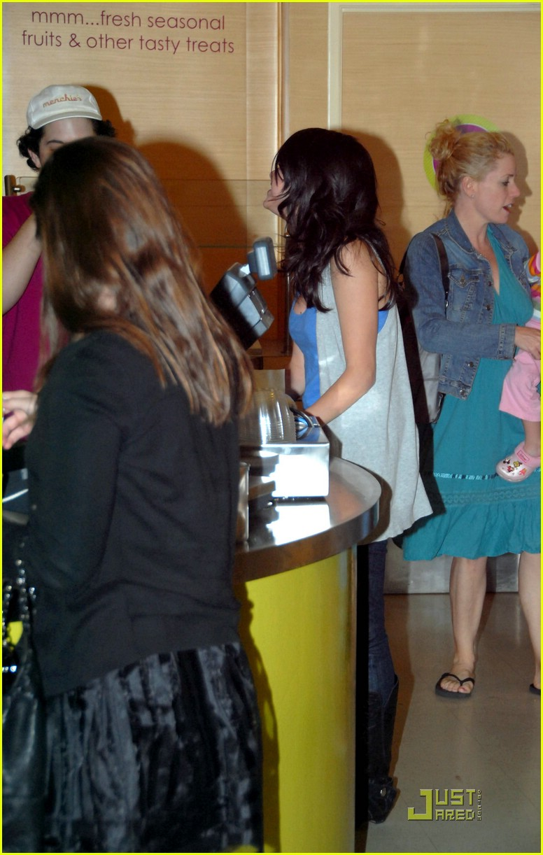 selena gomez unicef 07