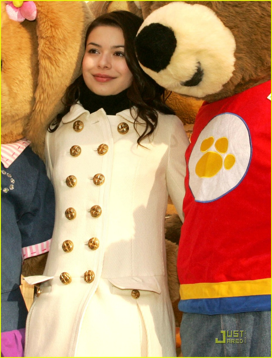 miranda cosgrove thanksgiving day parade float 08