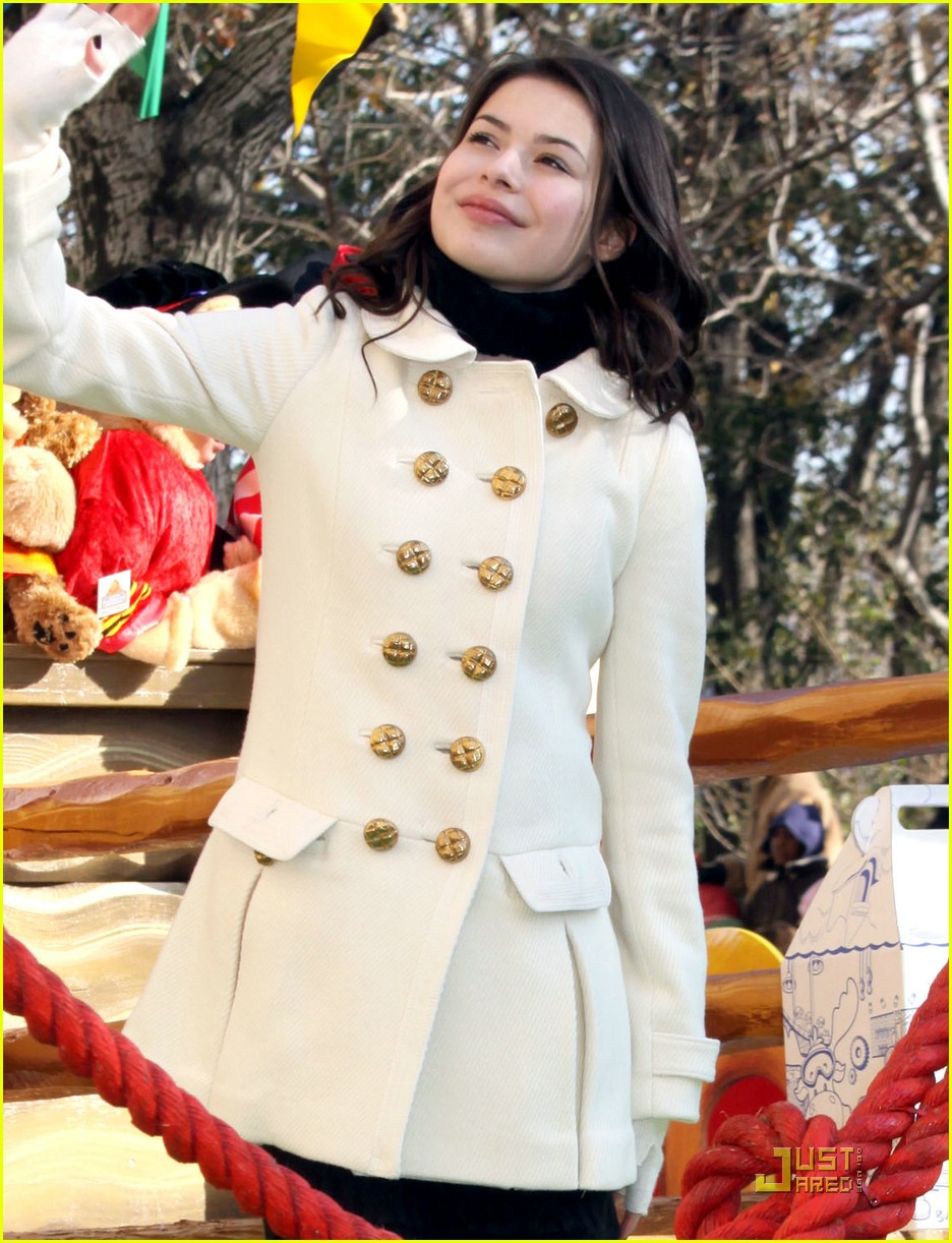 miranda cosgrove thanksgiving day parade float 10