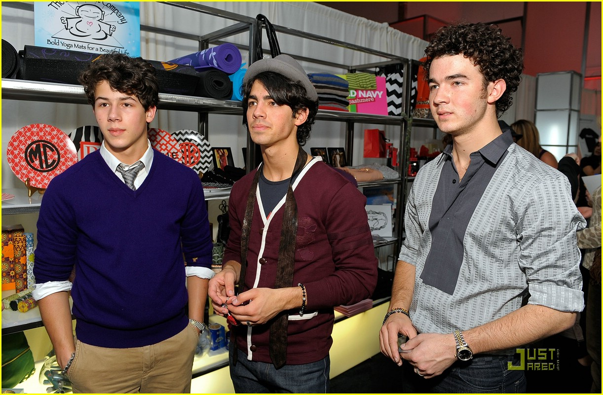 jonas brothers silver spoon gift 03