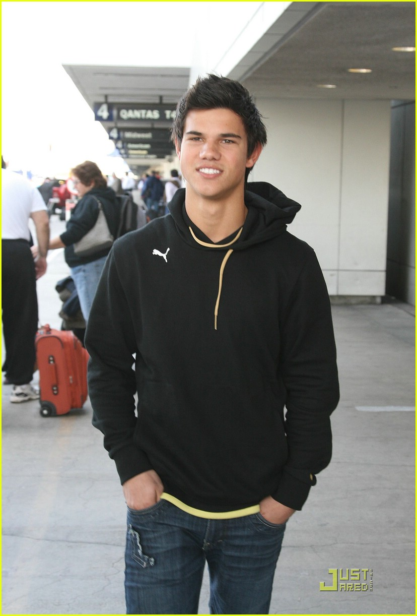 taylor lautner singing miley cyrus 01
