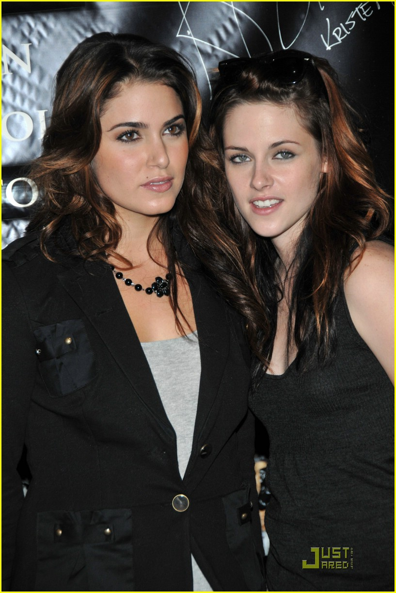 nikki reed kristen stewart stillettos 04