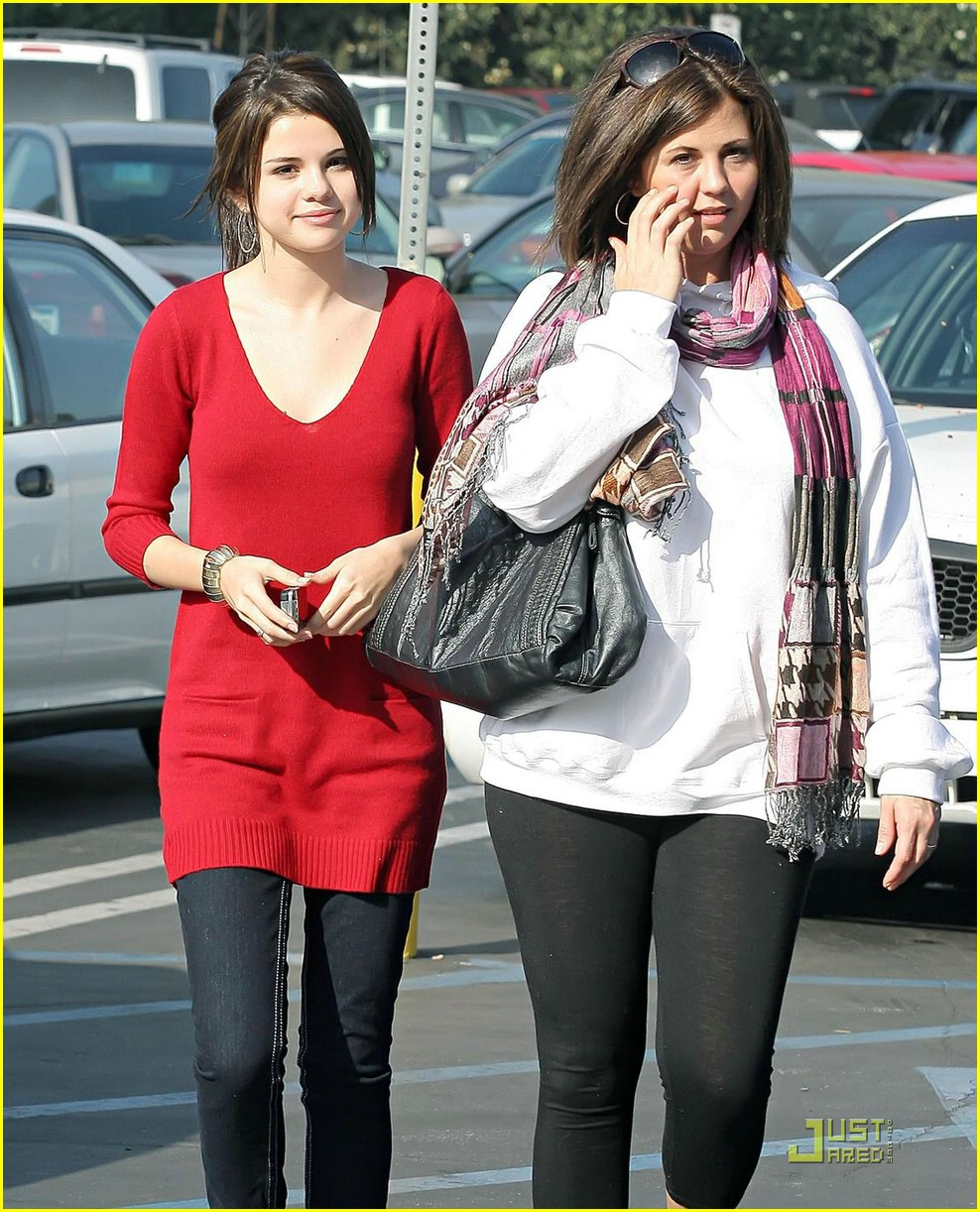 selena gomez cvs shopper 18