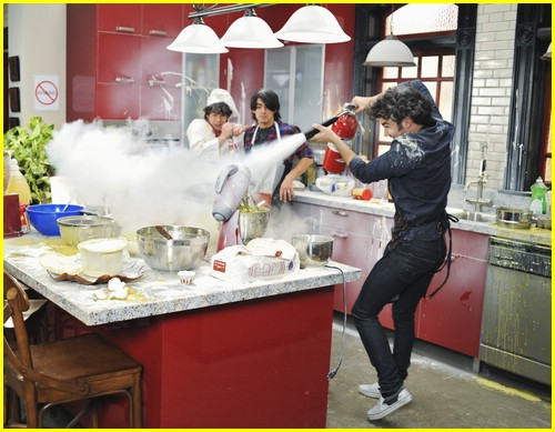 jonas series stills 03