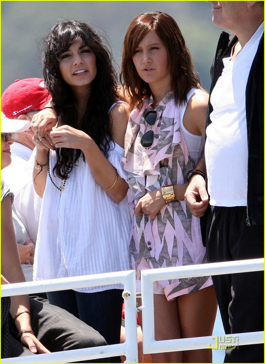zac efron water taxi vanessa hudgens 14