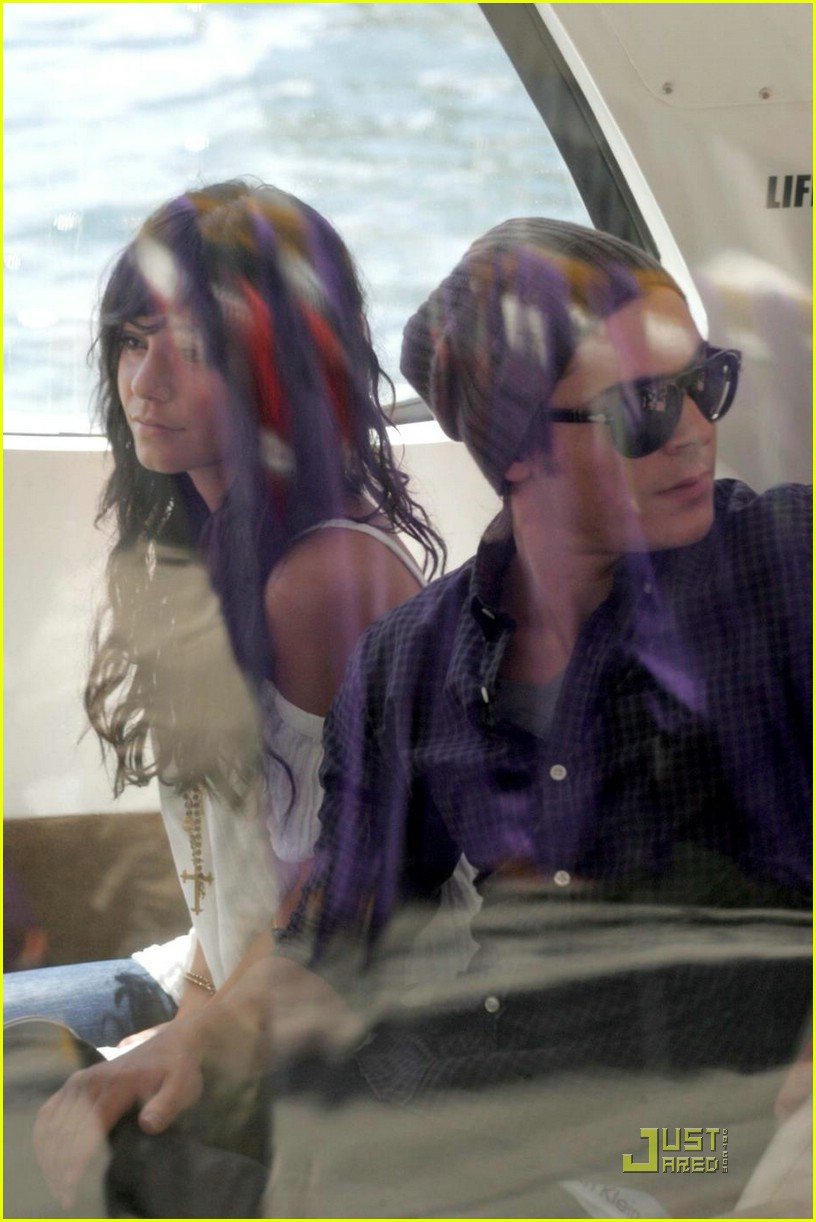 zac efron water taxi vanessa hudgens 20