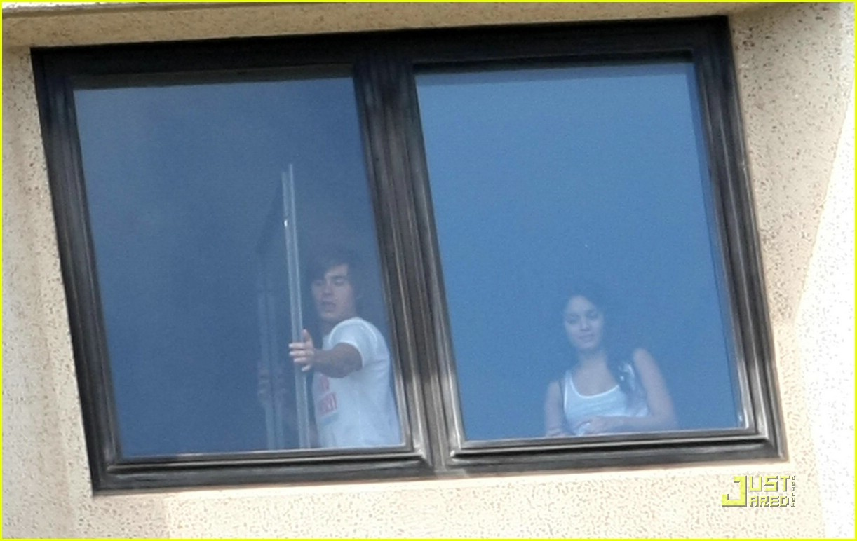 zac efron water taxi vanessa hudgens 30
