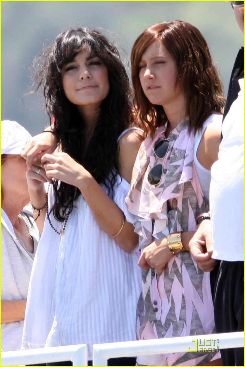 zac efron water taxi vanessa hudgens 34