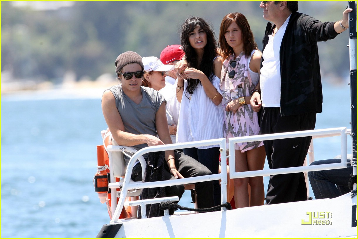 zac efron water taxi vanessa hudgens 35