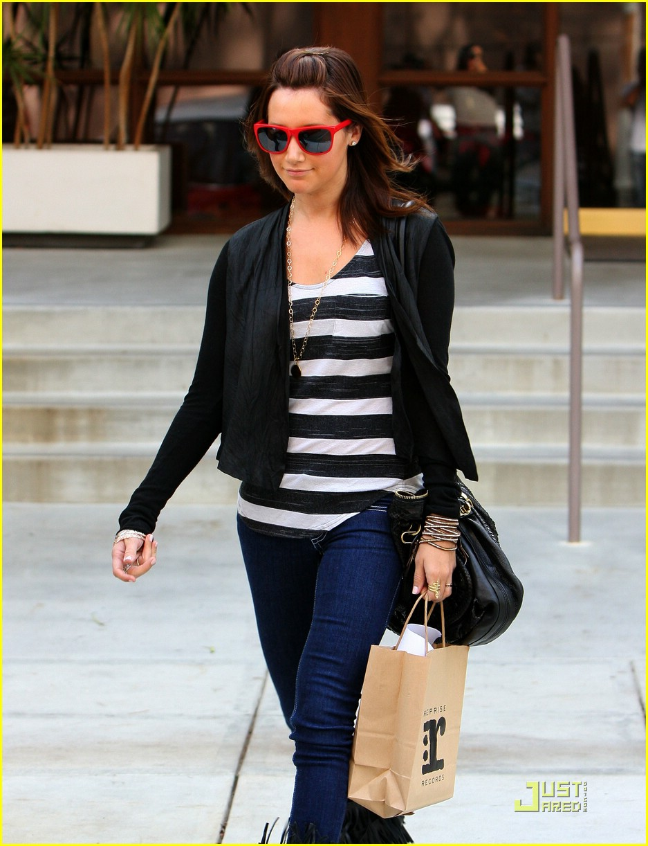 ashley tisdale red sunglasses 05