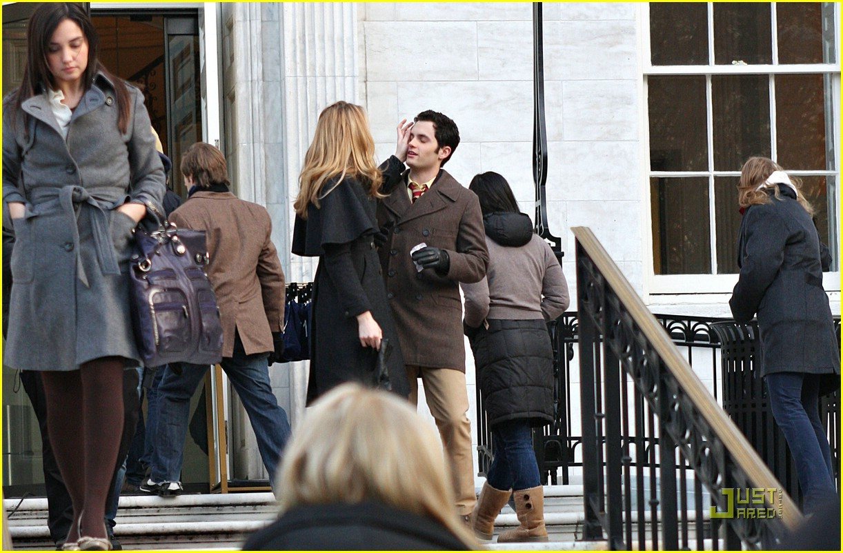 blake lively penn badgley gg set 06