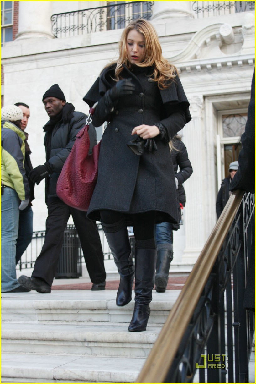 blake lively penn badgley gg set 08