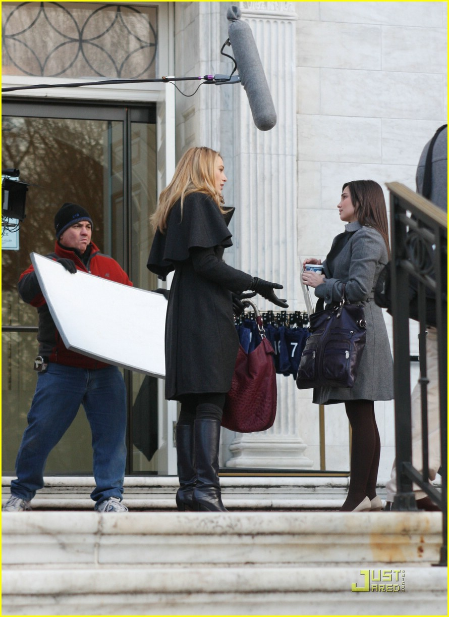 blake lively penn badgley gg set 14
