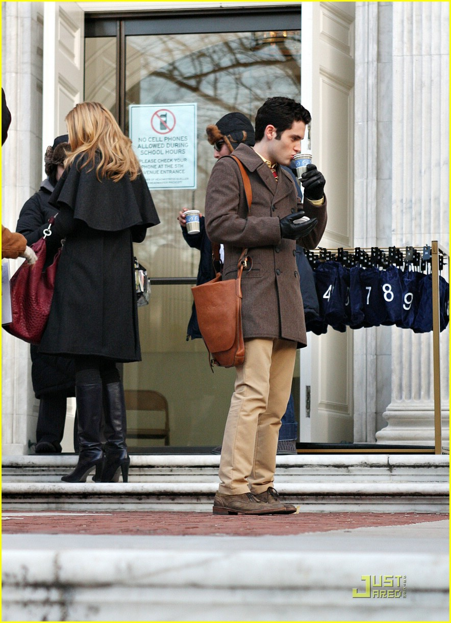 blake lively penn badgley gg set 15
