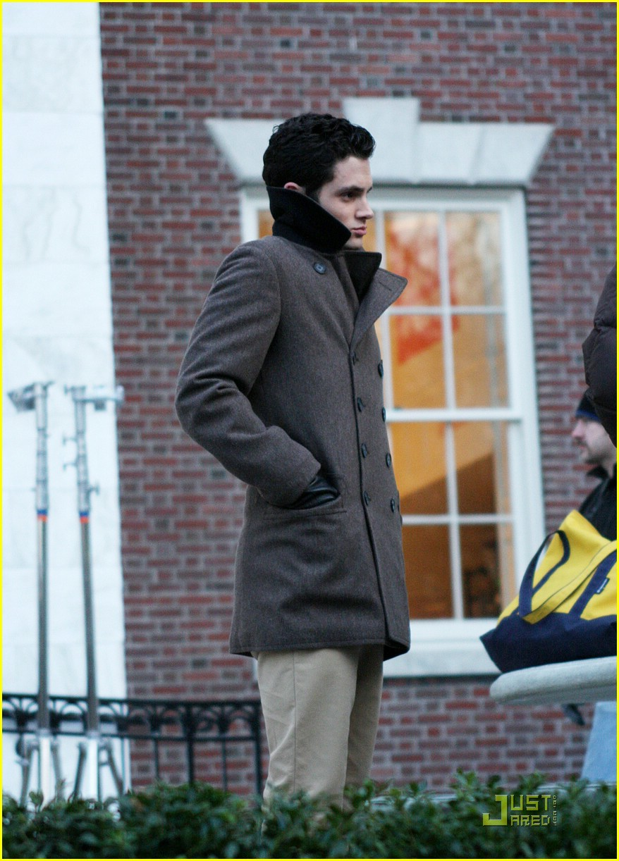 blake lively penn badgley gg set 17
