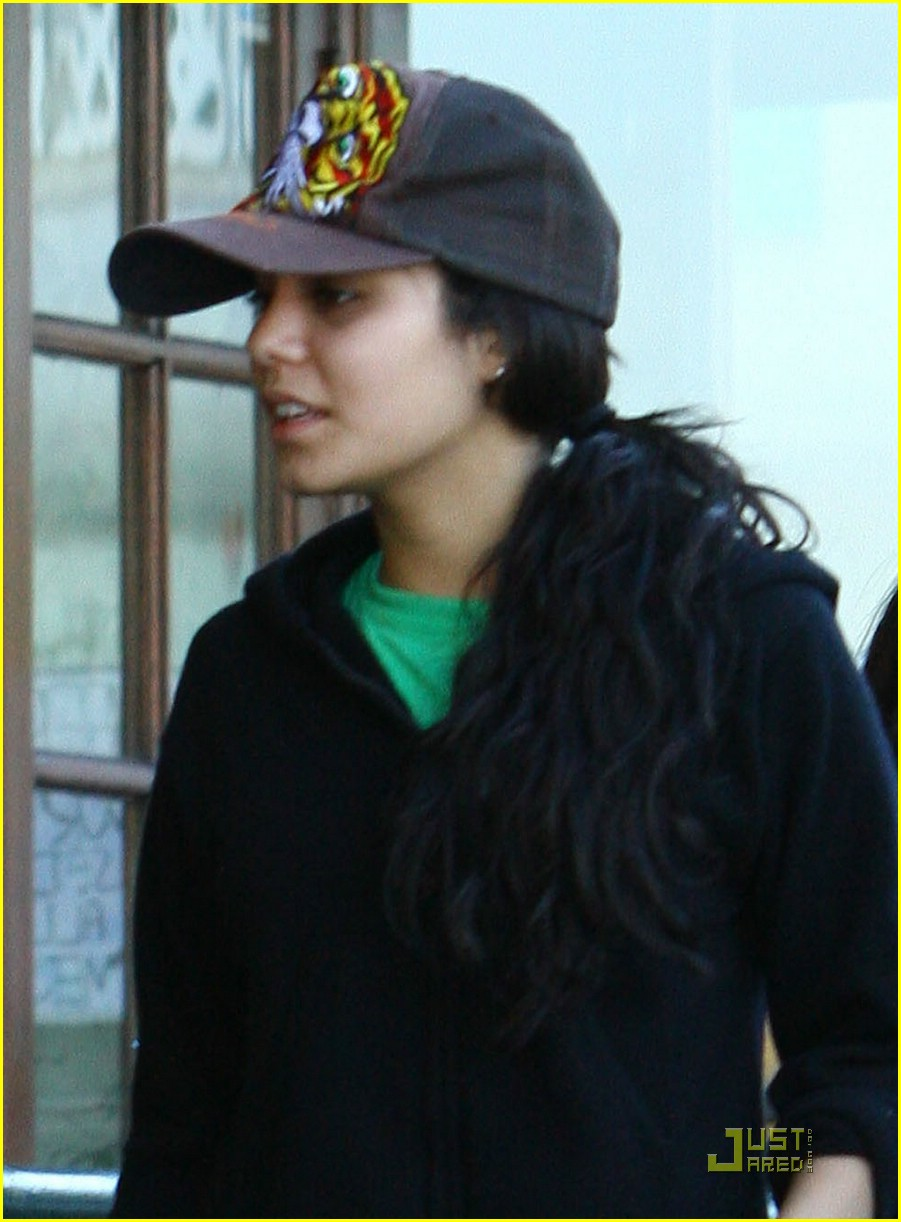 vanessa hudgens uni hawaii shirt 06